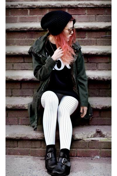 white BlackMilk leggings - black twice lux t-shirt