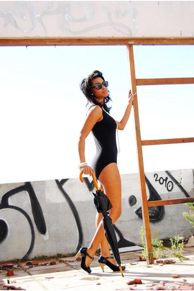 umbrella accessories - heels - black bodysuit - ivory pearls necklace