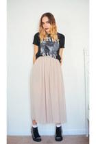 black nirvana Urban Outfitters t-shirt - eggshell maxi American Apparel skirt