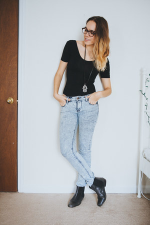 black Urban Outfitters boots - light blue acid wash BDG jeans