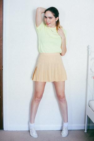 white socks - nude tennis vintage skirt - off white Converse sneakers