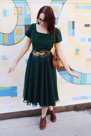 tawny vintage boots - green thrifted vintage dress - tawny leather vintage purse