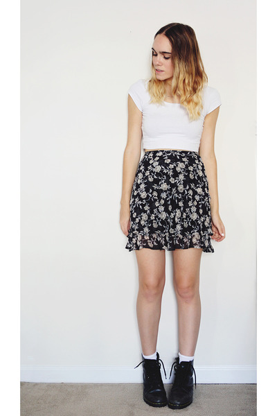 heather gray floral vintage skirt - black doc martens boots - white crop top top