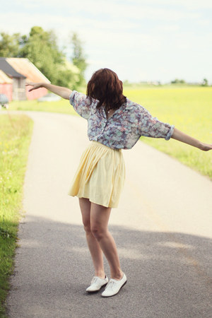 light yellow mini American Apparel skirt - white oxfords Urban Outfitters shoes