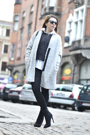 heather gray Zara coat - black ankle boots Nelly boots - acne sweater