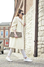 White-oversized-vintage-coat-white-mango-sneakers