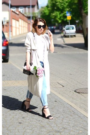 beige trench coat H&M coat - light blue pull&bear jeans