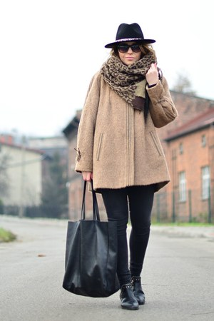 camel wool vintage coat - black Senso boots - black Zara hat - black lindex bag