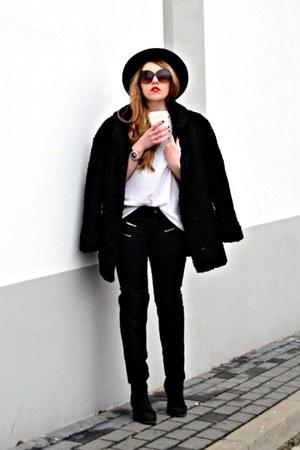 black H&M boots - black faux fur vintage coat - black Mango jeans