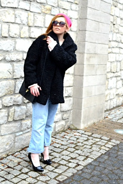 black fur vintage coat - light blue boyfriend jeans Levis jeans