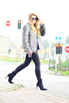 heather gray faux fur Mango jacket - black suede Nelly boots