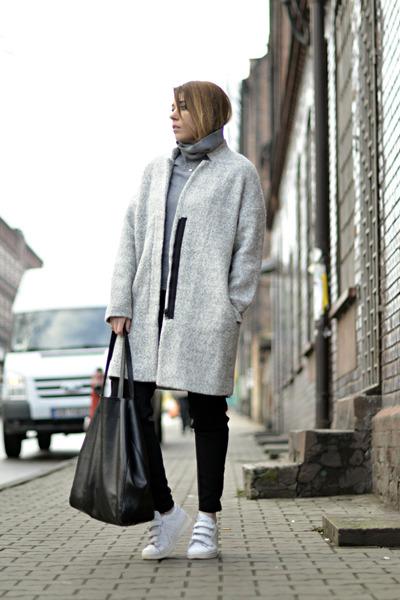 heather gray oversized Zara coat - white Adidas sneakers