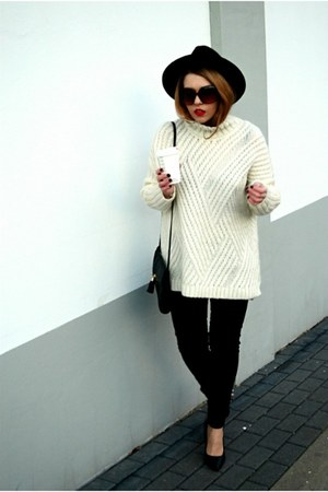black skinny jeans Mango jeans - black Zara hat - off white Mango sweater