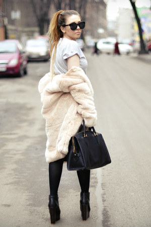 beige faux fur Zara coat - black Topshop wedges