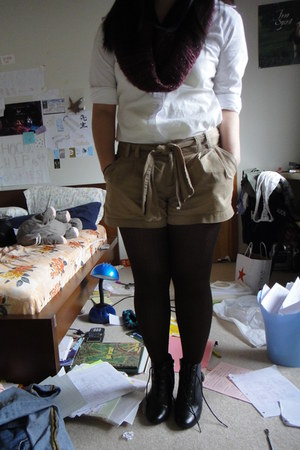 scarf - shorts - wedges