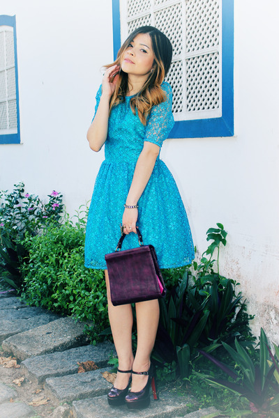 crimson pumps - sky blue dress - crimson bag