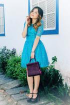 crimson pumps - sky blue dress - crimson bag