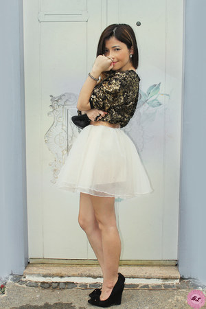 off white skirt - brown blouse - black pumps