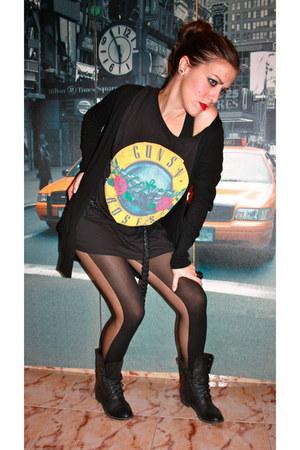 Shana boots - H&M shirt - Primark tights - Zara cardigan - Zara belt - Primark r