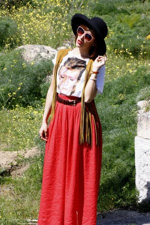 Fun &amp; Basics hat - vintage vest - vintage belt - Zara skirt - Ziggy Stardust t-s