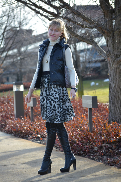 gray cheetah no name skirt - ivory cashmere Ellen Tracy sweater