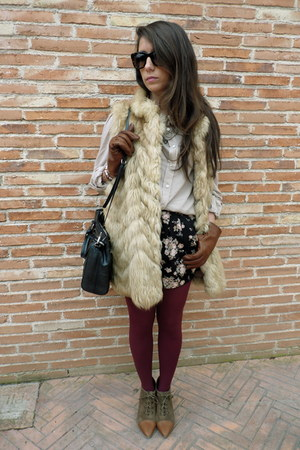 Zara boots - Oysho shorts - BLANCO blouse