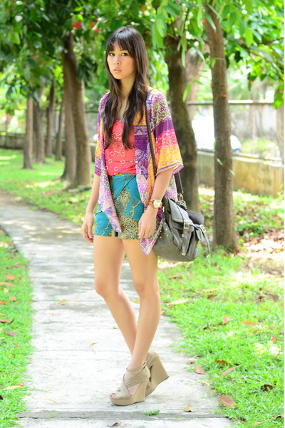 kimono Closet Chic top - beaded Heir top - printed The Second Shop shorts