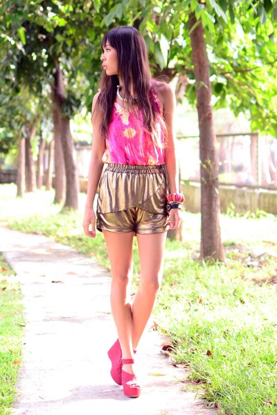 metallic The Second Shop shorts - printed Greenhills top