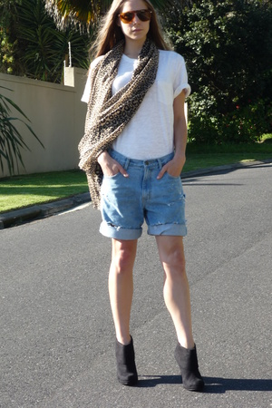 joe shirt - Mr Price shorts - Zoom shoes - Persol sunglasses