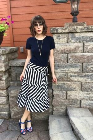ann taylor skirt - Gucci sunglasses - miss l fire sandals