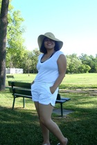 Walmart hat - Smart Set top - Divi bra - Old Navy shorts - Havaianas