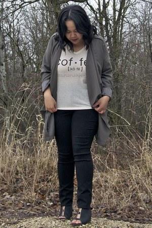 black Soyaconcept pants - army green Vero Moda blazer - off white Only t-shirt