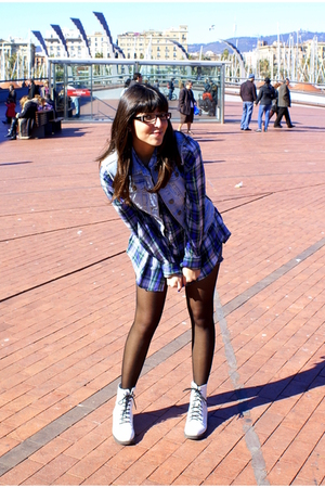 black Calzedonia tights - white H&M boots - purple shirt - blue pull&bear vest