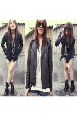 Rayban Wayfarer glasses - unbranded jacket - Zara t-shirt - unbranded shorts - d