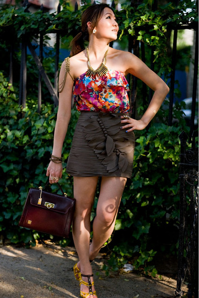 red top - green Forever 21 skirt - gold Celine shoes - brown accessories - gold