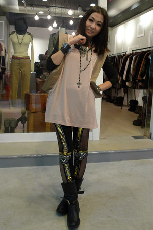black no brand boots - black no brand leggings - black no brand top - peach no b