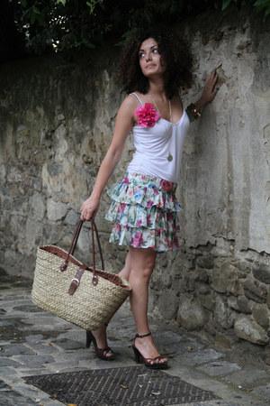 beige straw No label bag - hot pink flower pin No label accessories - white tank