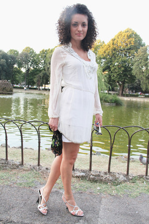 white kaftan Calzedonia dress - black vintage purse - silver strange heel Miu Mi