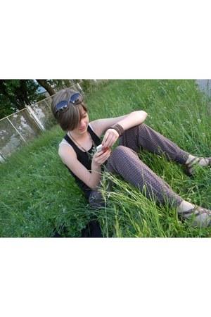 black cute Chanel sunglasses - tawny summer Zara pants