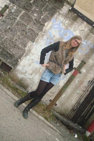 light brown fur vest Zara vest - black Forever 21 boots