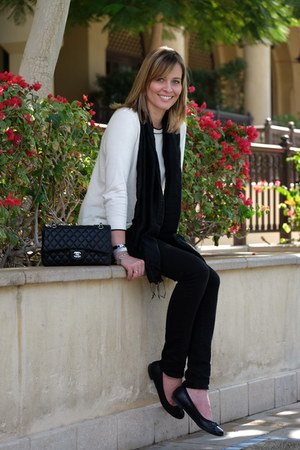 black 7 for all mankind jeans - black Chanel bag - black Clarks flats