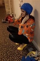 vintage hat - vintage top - leggings - shoes