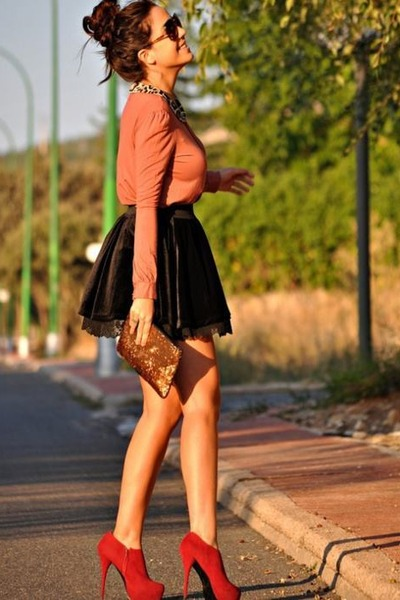 salmon shirt - purse - sunglasses - black skirt - red heels