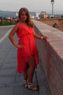 Red-dress-hot-pink-earrings-light-yellow-sandals-neutral-accessories