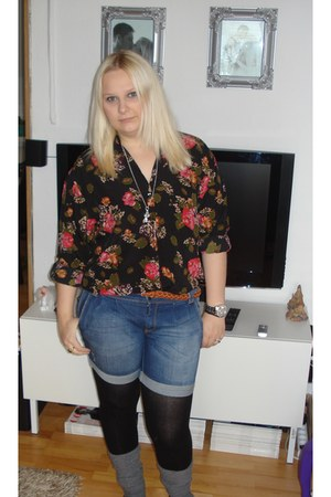 blue Vero Moda shorts - black H&M shirt