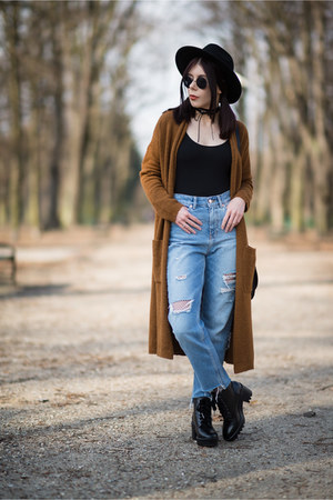 blue ripped H&M jeans - black platforms Stradivarius shoes