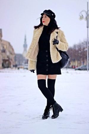 cream faux fur no name coat - black faux leather Stradivarius boots