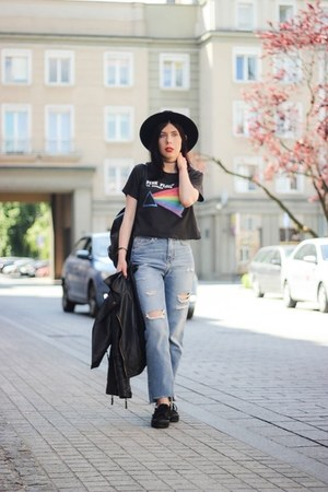 black rock H&M t-shirt - sky blue mom jeans H&M jeans