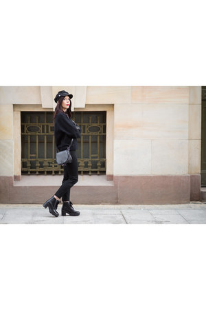 black platforms Stradivarius shoes - black flat cap H&M hat