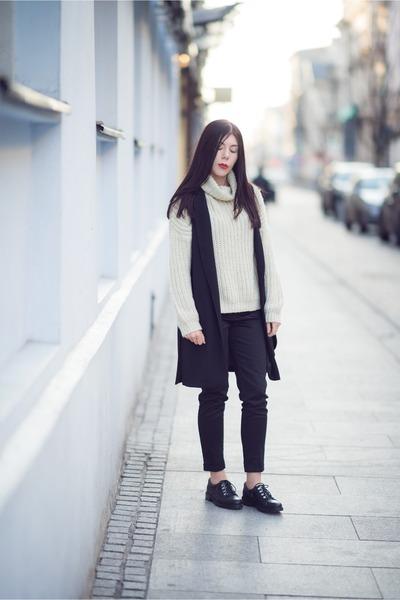 black oxfords Even&Odd shoes - ivory turtleneck c&a sweater
